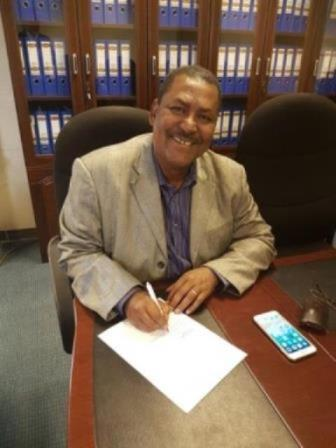 Pr. Teshome Soromessa (Center for Environmental Studies) signing the convention - JPEG